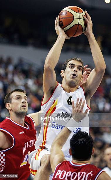 Jose Calderon from Spain shoots against Nikola Vujcic and Marko Popovic from Croatia during the FIBA EuroBasket 2005 quarter final match between...