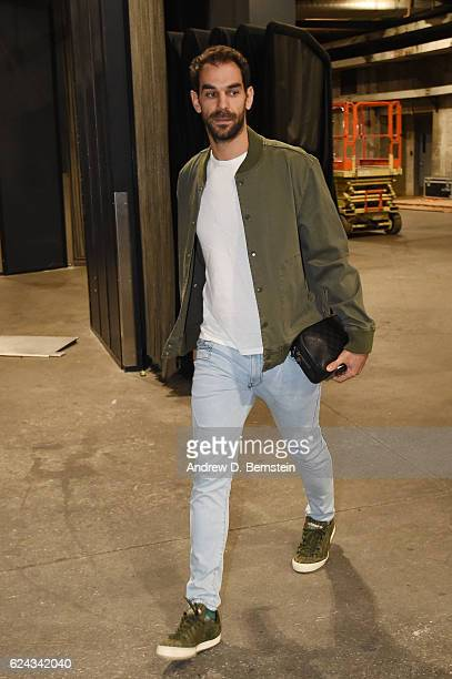 Jose Calderon of the Los Angeles Lakers arrives at the Staples Center before the game against the San Antonio Spurs on November 18 2016 in Los...