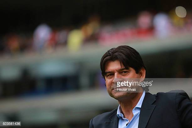 Jose Cardozo Coach of Toluca gestures during the 15th round match between America and Toluca as part of the Clausura 2016 Liga MX at Azteca Stadium...