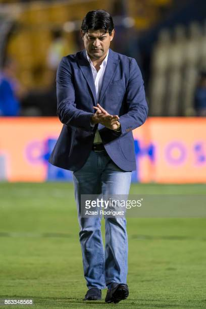 Jose Cardozo coach of Veracruz gets in the field prior the 10th round match between Tigres UANL and Veracruz as part of the Torneo Apertura 2017 Liga...