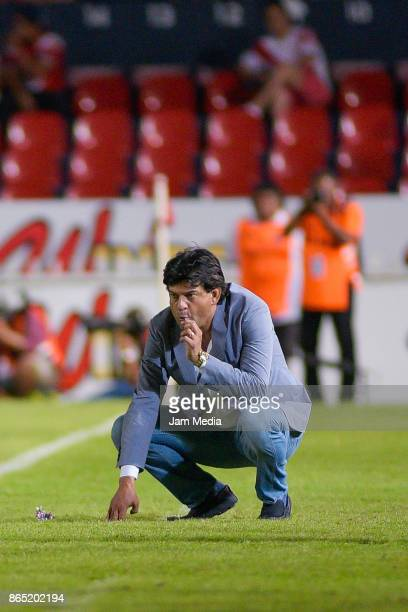Jose Cardozo Coach of Veracruz watches the game during the 14th round match between Veracruz and Chivas as part of the Torneo Apertura 2017 Liga MX...