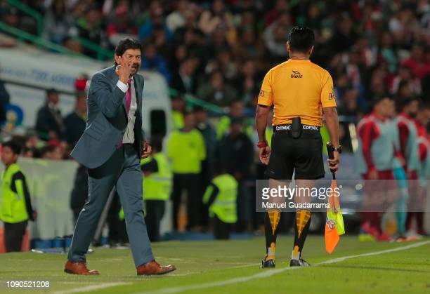 Jose Cardozo head coach of Chivas reacts during the 4th round match between Santos Laguna and Chivas as part of the Torneo Clausura 2019 Liga MX at...