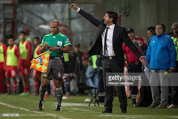 Jose Cardozo head coach of Toluca gives instructions during the quarterfinals second leg match between Toluca and Puebla as part of the Apertura 2015...