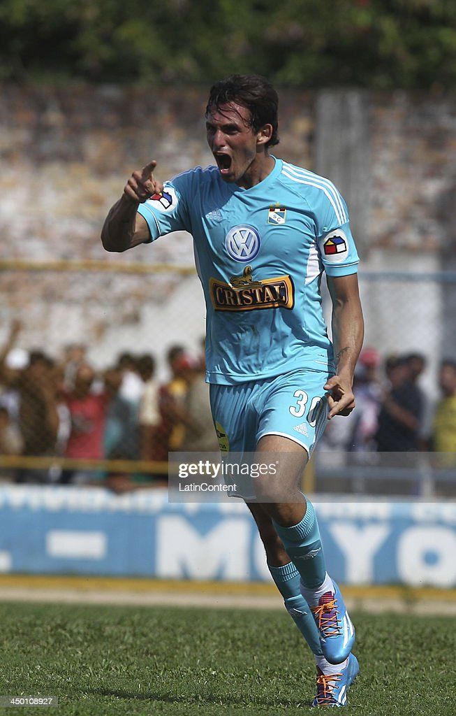 Jose Carlos Fernandez of Sporting Cristal celebrates a scored goal against Union Comercio during a match between Union Comercio and Sporting Cristal as part of the Torneo Descentralizado at IDP of Moyabamba stadium on November 16, 2013 in Moyabamba, Peru.