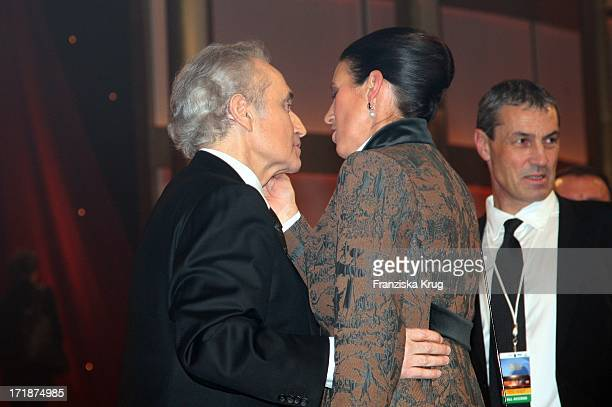 Jose Carreras Kissing His wife Jutta Jäger at the Party After The Mdr show Jose Carreras Gala in Leipzig