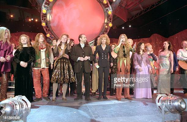 Jose Carreras Victoria Hermann Musikgruppe 'The Kelly Family' mit Musikgruppe 'The Kelly Family' mit Barby Paddy Patricia Joey Kathy Maite Kelly und...