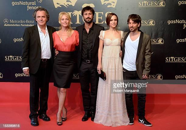 Jose Coronado Belen Rueda Hugo Silva Aura Garrido and director Oriol Paulo pose on the red carpet for the premiere of their latest film 'El Cuerpo'...