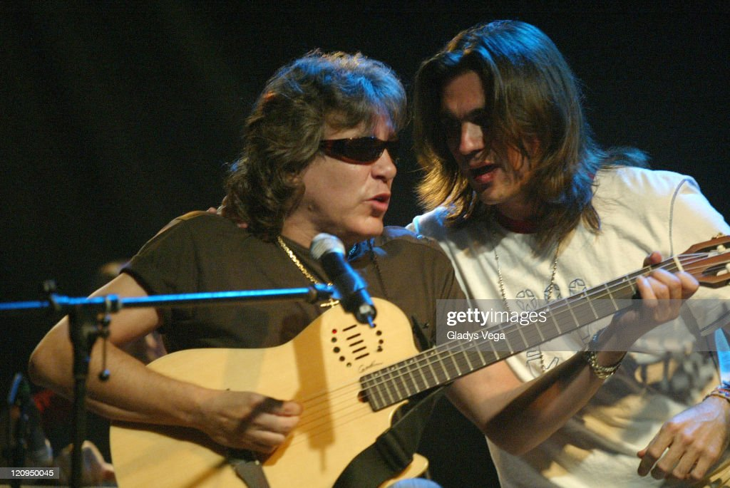 """Juanes """"Acustico"""" Concert Sponsored By Pepsi - August 3, 2005 : News Photo"""