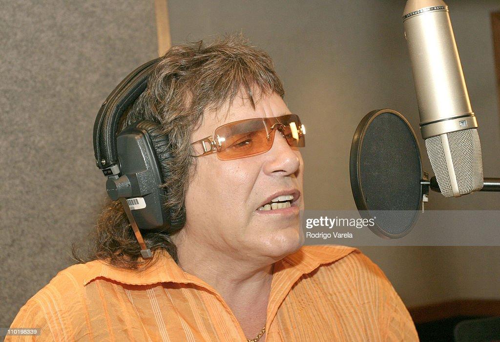 """Jose Feliciano Recording his New CD """"Amo a Mexico"""" : News Photo"""