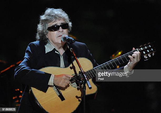 Jose Feliciano performs at the White House music series Fiesta Latina on the South Lawn of the White House October 13 2009 in Washington DC Salsa and...