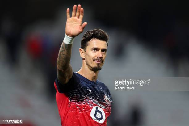 Jose Fonte of Lille shows appreciation to the fans after the UEFA Champions League group H match between Lille OSC and Chelsea FC at Stade Pierre...
