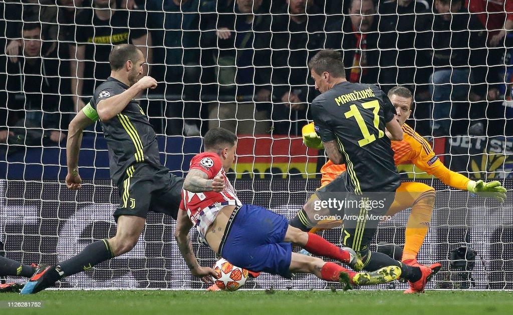 Club Atletico de Madrid v Juventus - UEFA Champions League Round of 16: First Leg : News Photo