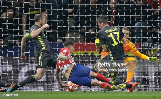 Jose Gimenez of Atletico Madrid scores his team's first goal during the UEFA Champions League Round of 16 First Leg match between Club Atletico de...