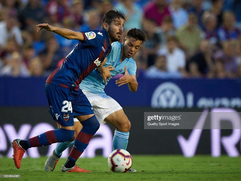 Jose Gomez Campana (L) of Levante competes for the ball with Fran Beltran of Celta de Vigo during the La Liga match between Levante UD and RC Celta de Vigo at Ciutat de Valencia on August 27, 2018 in Valencia, Spain.