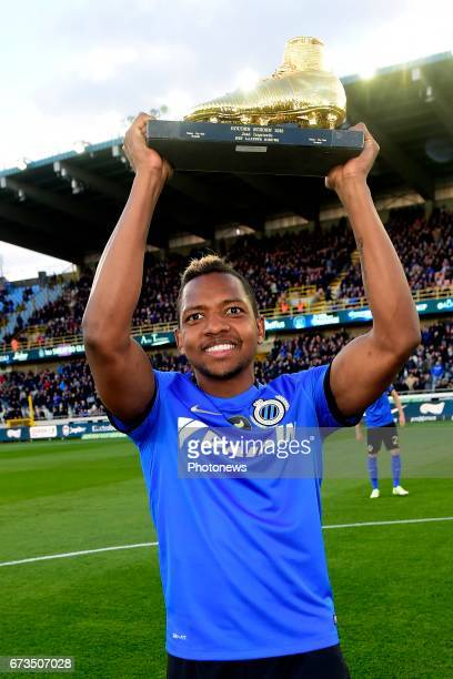 Jose Izquierdo forward of Club Brugge receives The Golden Shoe The Golden Shoe is an award for the best soccer player of the Belgian Jupiler Pro...