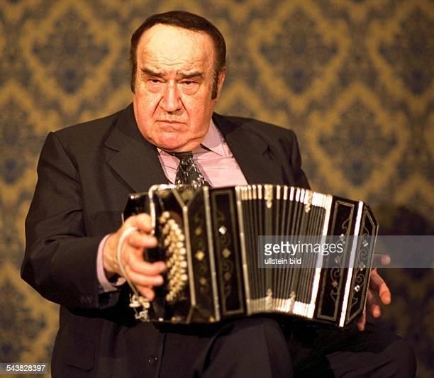 Jose Libertella TangoSpieler mit seinem Bandoneon Einzelaufnahme