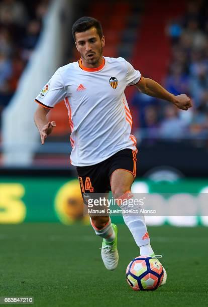 Jose Luis Gaya of Valencia runs with the ball during the La Liga match between Valencia CF and Deportivo de La Coruna at Mestalla Stadium on April 2...