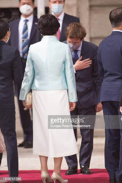 Jose Luis Martinez Almeida, greets the President of the Republic of Korea, Moon Jae-in, and his wife, Kim Jung-sook, at the reception with military...