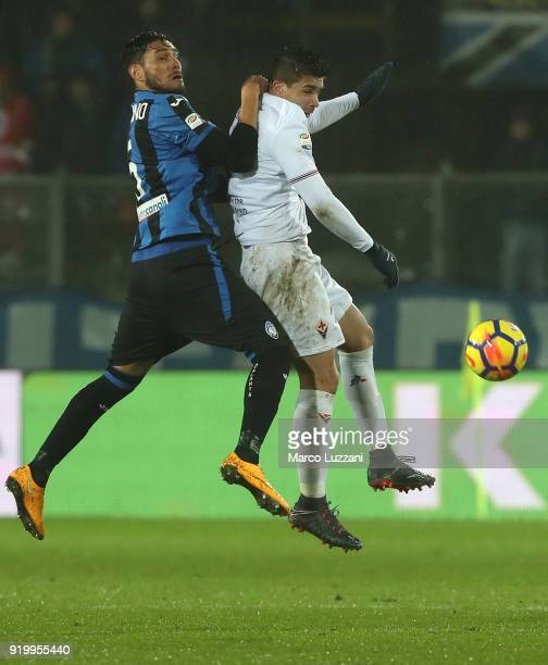 Jose Luis Palomino of Atalanta BC competes for the ball with Giovanni Simeone of ACF Fiorentina during the serie A match between Atalanta BC and ACF...