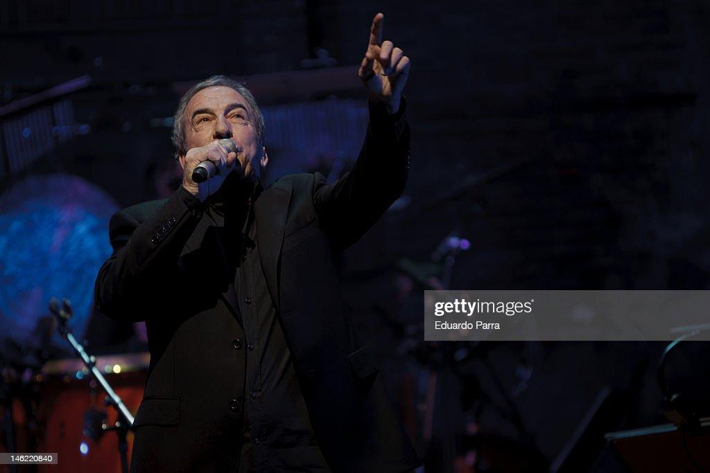 Jose Luis Perales Performs in Concert in Madrid : Fotografía de noticias