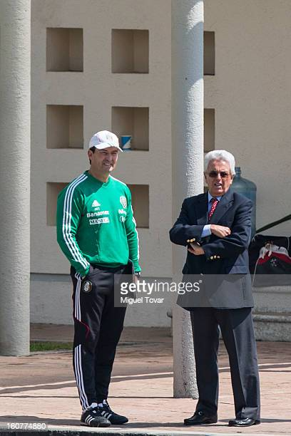 Jose Manuel de la Torre head coach of México´s national soccer team talks with Justino Compean President of Mexican Soccer Federation during a...