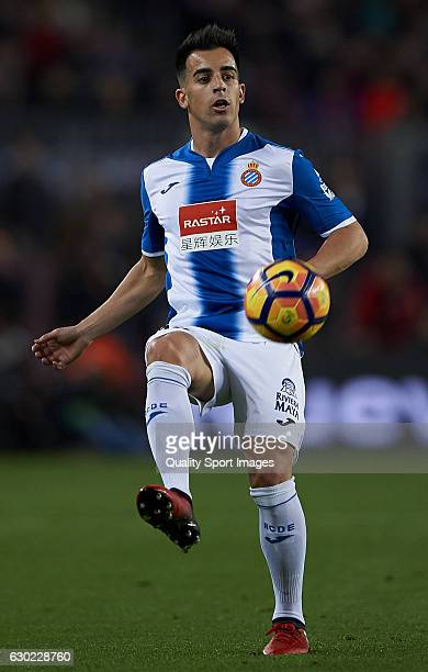 Jose Manuel Jurado of Espanyol controls the ball during the La Liga match between FC Barcelona and RCD Espanyol at Camp Nou Stadium on December 18...