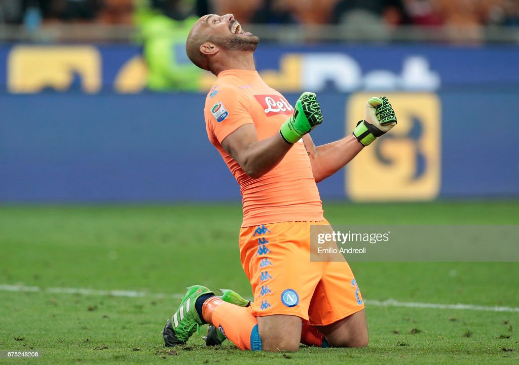 Jose Manuel Reina of SSC Napoli celebrates the victory at the end of the Serie A match between FC Internazionale and SSC Napoli at Stadio Giuseppe Meazza on April 30, 2017 in Milan, Italy.