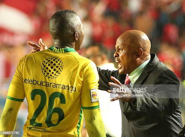 Jose Manuel Rodríguez head coach of Bucaramanga shouts instructions to his players during a match between America de Cali and Bucaramanga as part of...