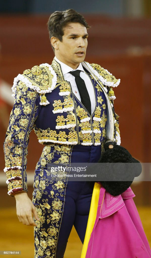 Jose Mari Manzanares performs during the traditional Spring Bullfighting performance on March 11, 2017 in Illescas, Spain.