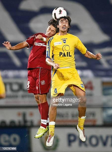 Jose' Montiel of Reggina Calcio competes for the ball with Manuel Cascione of Pescara Calcio during the Serie B match between Reggina Calcio and...