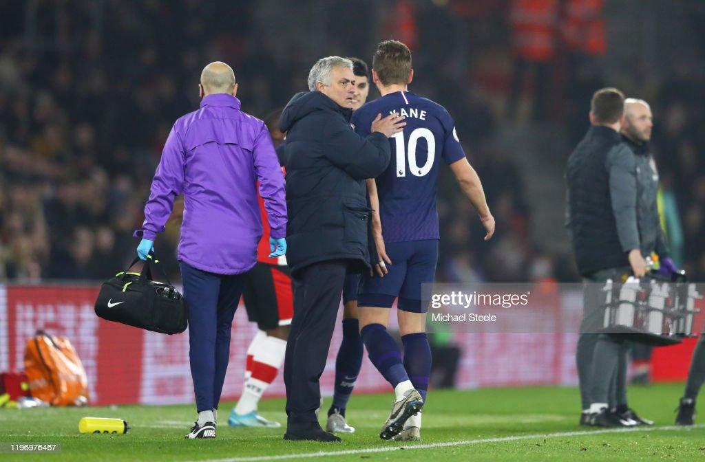 Southampton FC v Tottenham Hotspur - Premier League : News Photo