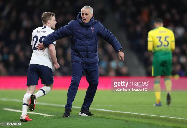 Jose Mourinho Manager of Tottenham Hotspur motivates Oliver Skipp of Tottenham Hotspur during the FA Cup Fifth Round match between Tottenham Hotspur...
