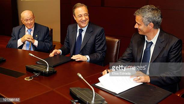 Jose Mourinho sign his contract as new Real Madrid coach next to President of Real Madrid Florentino Perez at Estadio Santiago Bernabeu on May 31...