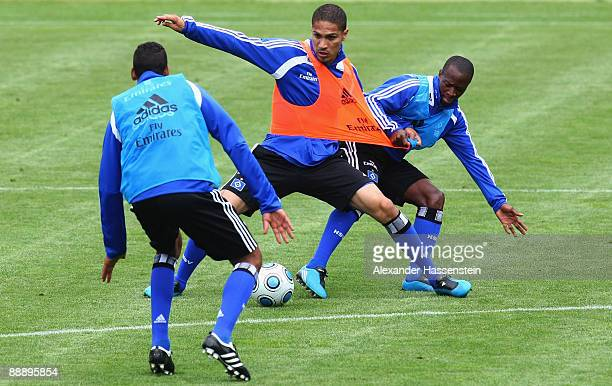 Jose Paolo Guerrero challenge for the ball with his team mate Romeo Castelen during a training session at day three of the Hamburger SV training camp...