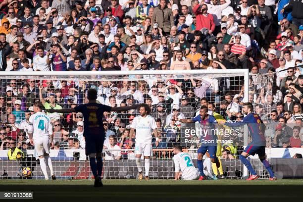 Jose Paulo Bezerra Maciel Junior Paulinho of FC Barcelona celebrates the second goal of the team by Lionel Andres Messi during the La Liga 201718...