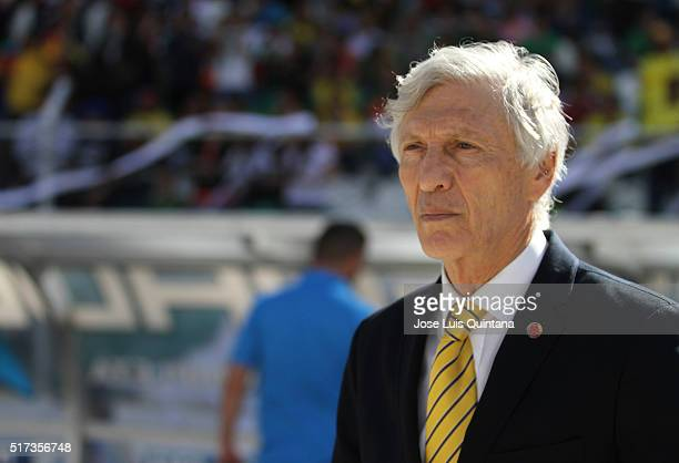 Jose Pekerman coach of Colombia looks on during a match between Bolivia and Colombia as part of FIFA 2018 World Cup Qualifiers at Hernando Siles...