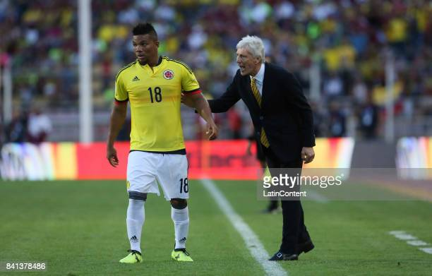Jose Pekerman head coach of Colombia gives instructions to Frank Fabra of Colombia during a match between Venezuela and Colombia as part of FIFA 2018...
