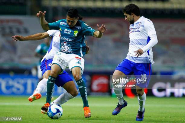 Jose Ramirez of Leon struggles for the ball with Guillermo Fernandez and Jose Rivero of Cruz Azul during the 8th round match between Leon and Cruz...