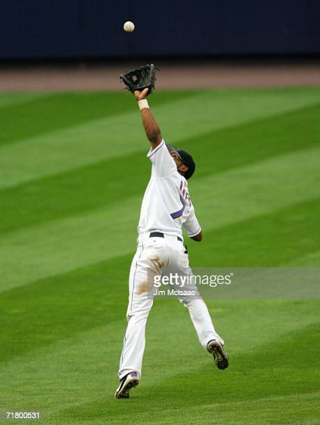 Jose Reyes of the New York Mets makes a catch against the Atlanta Braves on September 6, 2006 during the second game of their doubleheader at Shea...