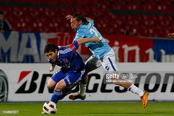 Jose Rojas of Universidad de Chile struggles for the ball with Richard Porta of Nacional during a match as part of Copa Bridgestone Sudamericana 2011...