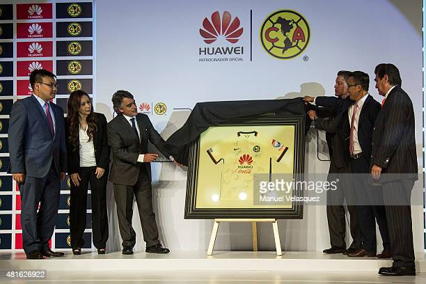 Jose Romano Operative President of America Ricardo Pelaez Sport President of America and Mark Xue President of Huawei Mexico unveil the Club America...