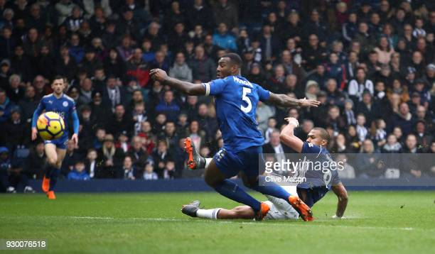 Jose Salomon Rondon of West Bromwich Albion scores his side's first goal during the Premier League match between West Bromwich Albion and Leicester...