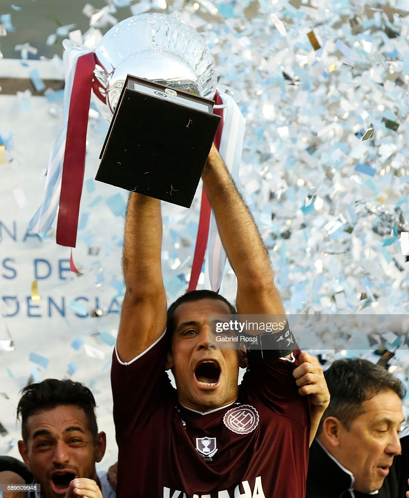 Jose Sand of Lanus celebrates with the trophy after winning the match between Racing Club and Lanus as part of Copa del Bicentenario de la Independencia 2016 at Presidente Peron Stadium on August 14, 2016 in Avellaneda, Argentina.