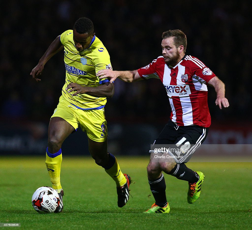 Jose Semedo (L) of Sheffield Wednesday looks to get away from Alan Judge of Brentford during the Sky Bet Championship match between Brentford and Sheffield Wednesday at Griffin Park on October 21, 2014 in Brentford, England.