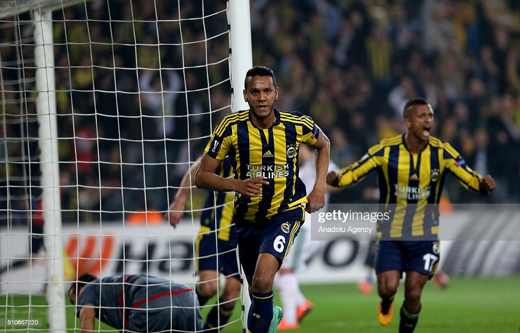 Fenerbahce vs Lokomotiv Moscow: UEFA Europa League : News Photo