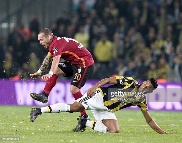Josef De Souza of Fenerbahce in action against Wesley Sneijder of Galatasaray during the Turkish Spor Toto Super League football match between...