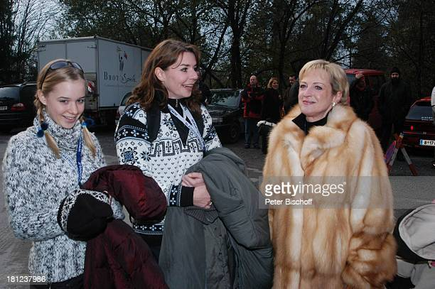 "Josefina Vilsmaier, Mutter Dana Vavrova, Ilga Saugruber , , Uraufführung vom Kinofilm: ""Bergkristall"", Premiere, Bludenz-Nuziders/Vorarlberg/;..."