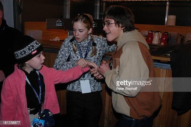 "Josefina Vilsmaier, Schwester Theresa Vilsmaier, Francois Göske, , Uraufführung vom Kinofilm: ""Bergkristall"", Premiere, Bludenz-Nuziders/Vorarlberg/;..."