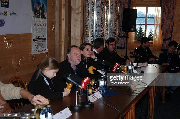 "Josefina Vilsmaier, Vater Joseph Vilsmaier , Ehefrau Dana Vavrova, , Uraufführung vom Kinofilm: ""Bergkristall"", Premiere,..."
