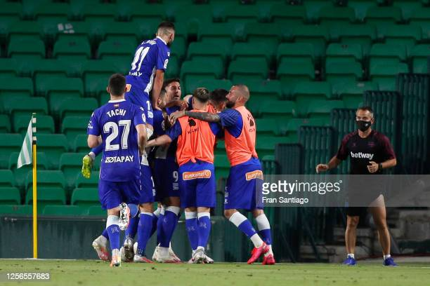 Joselu of Deportivo Alaves celebrates scoring his side's first goal in the 53th minute during the Liga match between Real Betis Balompie and...